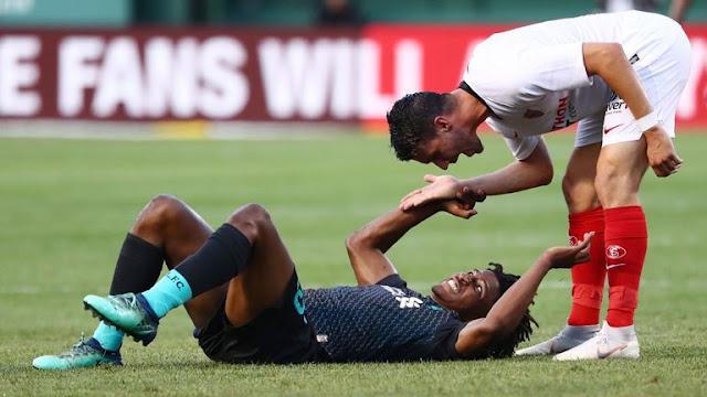Sevilla's Joris Gnagnon Nasty Tackle On Larouci