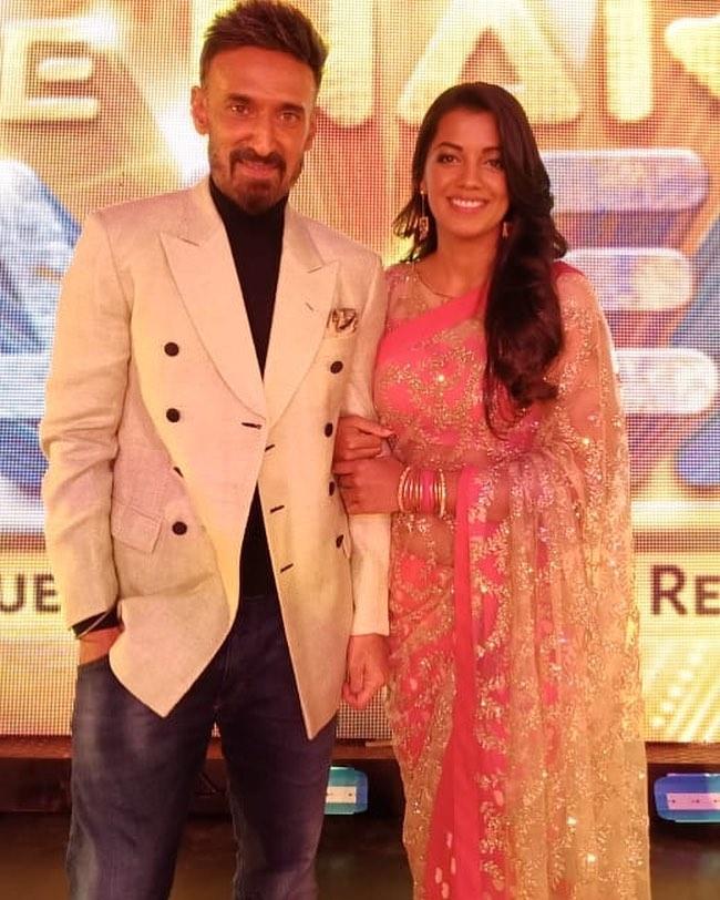 mugdha-godse-and-rahul-dev-living-in-relationship