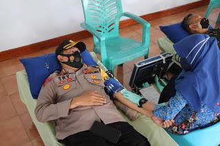 HUT TNI ke-75, Kapolres Try Bersama Prajurit Kodim 1407/Bone Lakukan Donor Darah