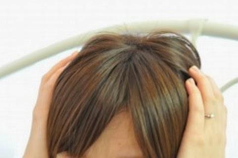 頭皮がピリピリ痛むのは脱毛の前兆?