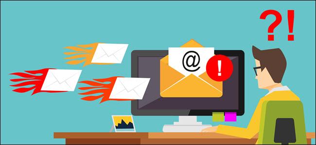 مفهوم هجوم البريد الإلكتروني العشوائي ، يظهر العديد من الرسائل تصل في وقت واحد.