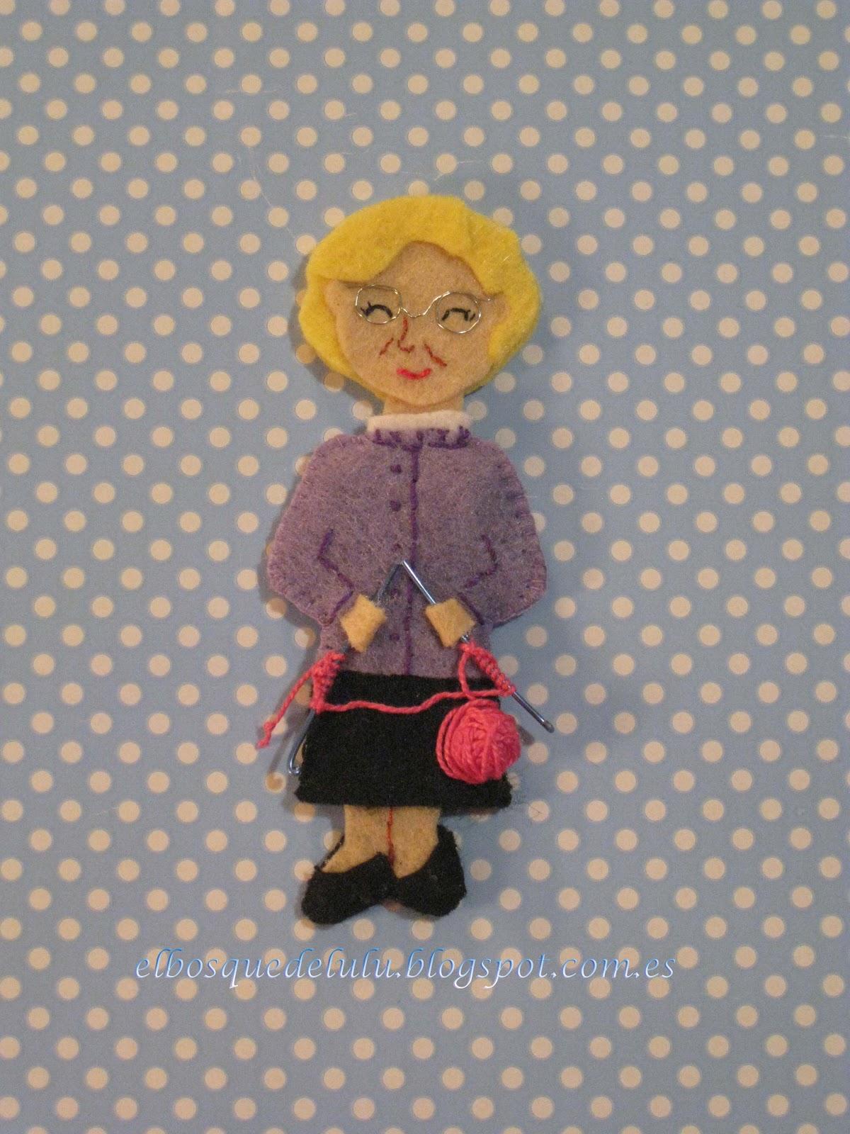 broche-personalizado-fieltro-abuela-tejedora