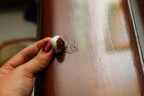 comment reparer un meuble raye. Black Bedroom Furniture Sets. Home Design Ideas
