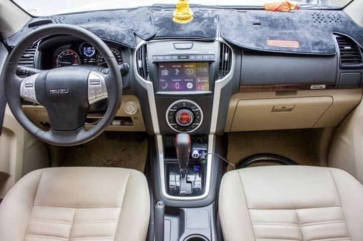 Isuzu MU-X chạy 'lướt' giá rẻ hơn Mazda3