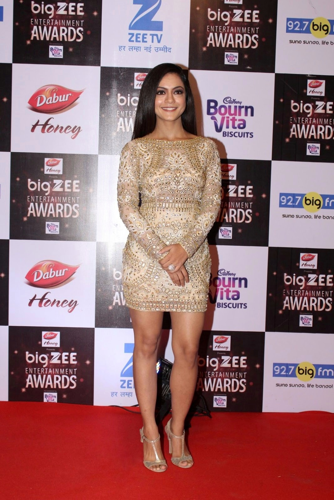 all bollywood glam girls at Big Zee Entertainment Awards 2017
