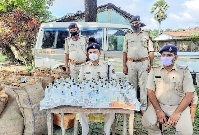 खिरहर पुलिस ने नेपाली देसी शराब के साथ सूमो को किया जब्त