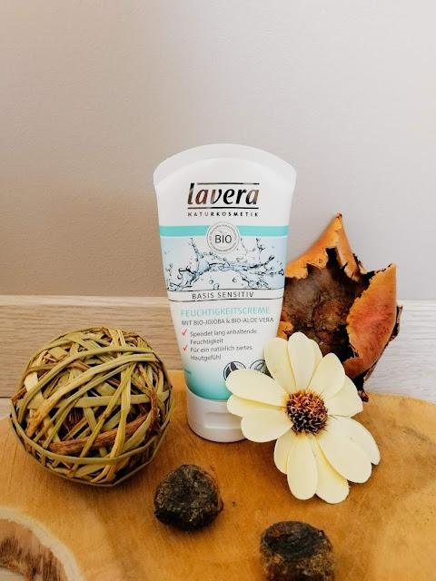 crème hydratante Lavera pour une routine naturelle anti-acné