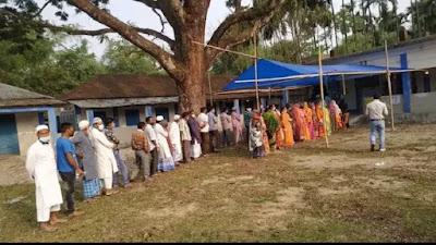 Bengal Elections: पश्चिम बंगाल विधानसभा चुनाव के चौथे चरण में पांच जिलों की 44 सीटों के लिए मतदान जारी