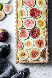 Weddings are beautiful. No doubt about that. It's your day to share your unique style with close friends, family, and the occasional wedding crasher - weddings ideas - wedding planning ideas - partial wedding planning K'Mich Philadelphia PA - http://bojongourmet.com/2017/09/ginger-fig-tart-chestnut-almond-crust-vegan-gluten-free/