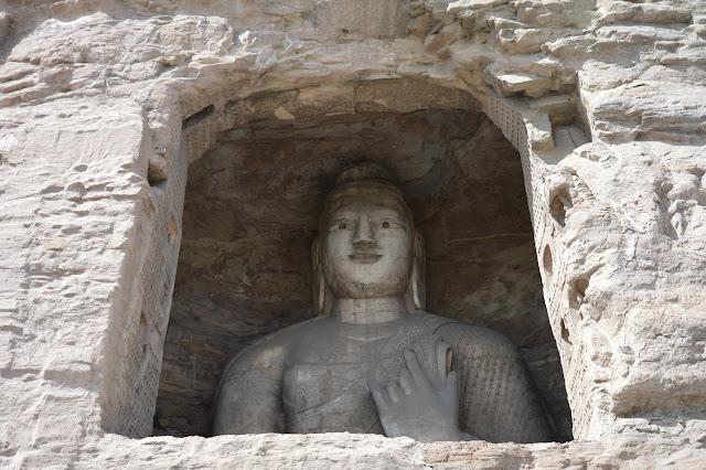 Bouddha gravé dans la roche aux caves de Yungang à Datong