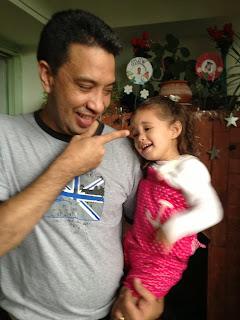 Papa y Sophia riendose