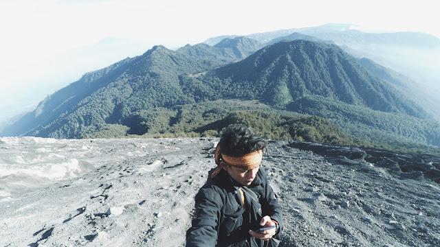 Foto Mendaki Gunung Semeru Menggapai Puncak Mahameru 3676 mdpl