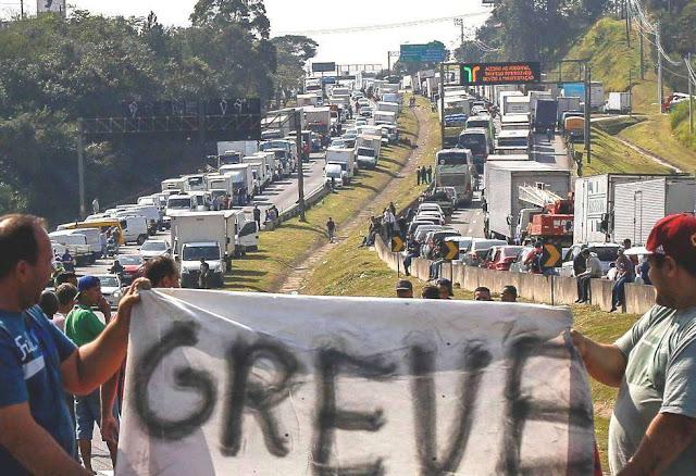 """Caminhoneiros confirmam início da greve às 6h do dia 16: """"Vamos parar o Brasil"""""""