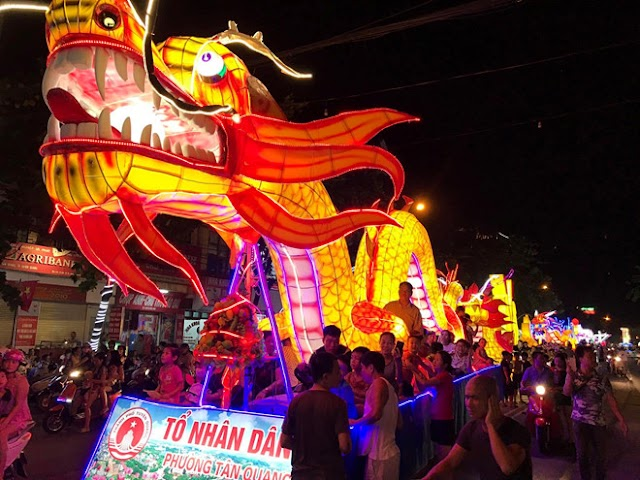 Before the Mid-Autumn Festival, the people of Tuyen Quang crowded with giant lanterns