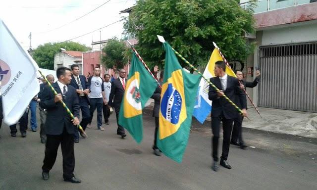 Igreja evangélica comemora dia da bíblia com caminhada em Senador Sá