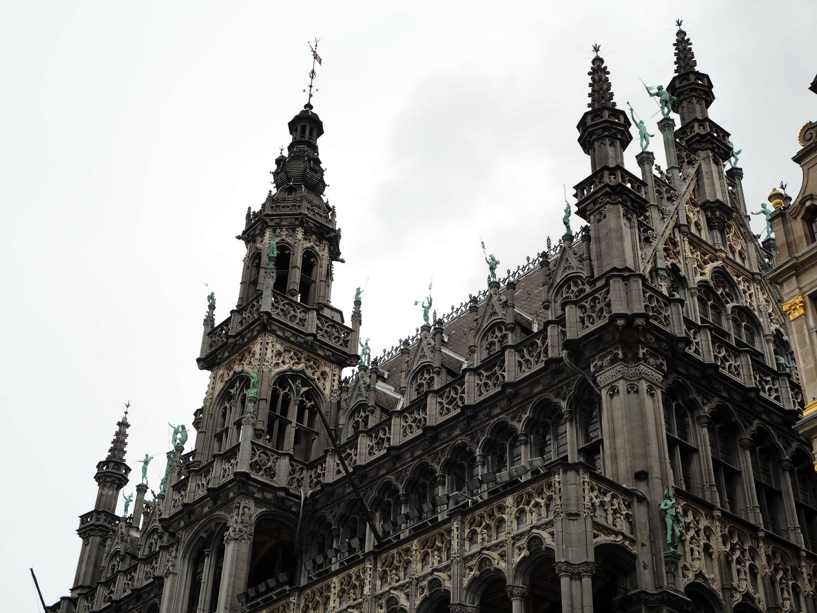 brussels day trip buildings at grand place