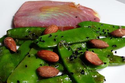 Geräucherter Thunfisch mit Zuckerschoten