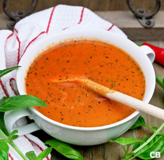 Recept: zo maak je zelf romige soep van tomaten, paprika en mediterrane kruiden