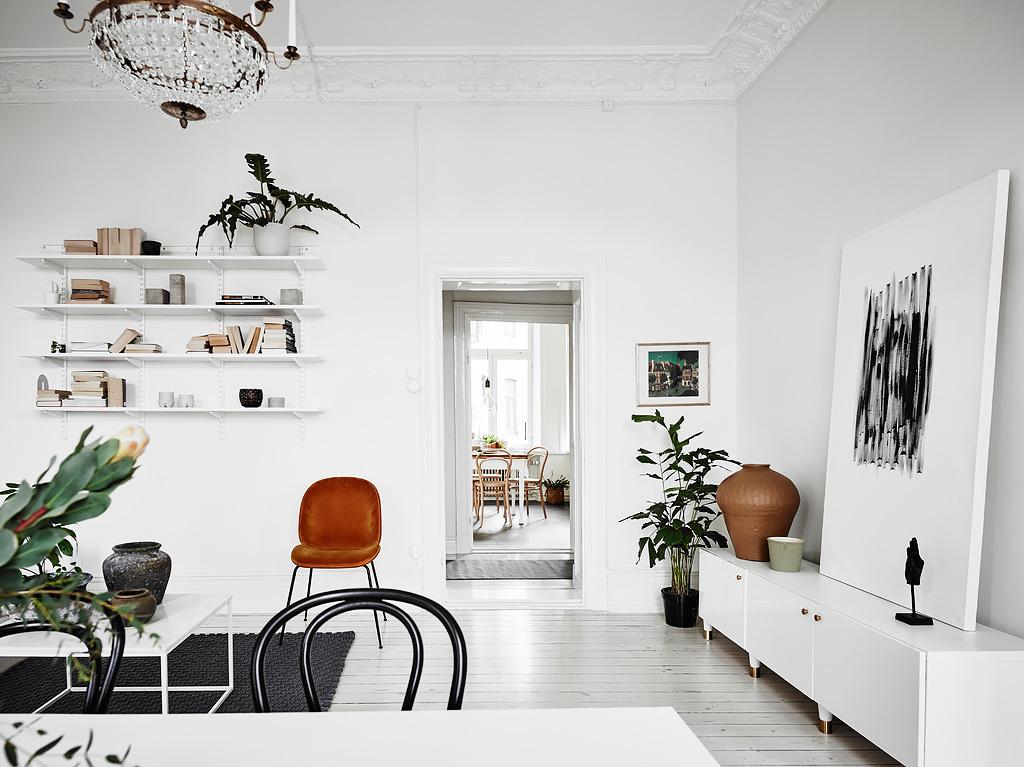 home decor, nordic living, interior design, thonet hair, black and white, sofa, coffe table, gold mirror., art