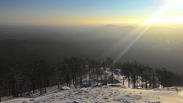 Вид на Уральские горы с вершины горы Сугомак