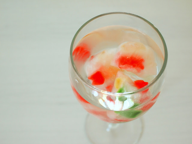 make gummy bear ice-cubes