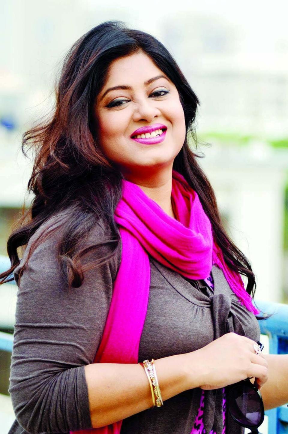 Actress Mousumi Best Photos & Short Biography 8