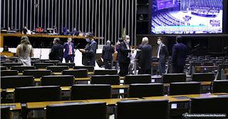 Câmara aprova texto-base da PEC que adia eleições deste ano; veja datas