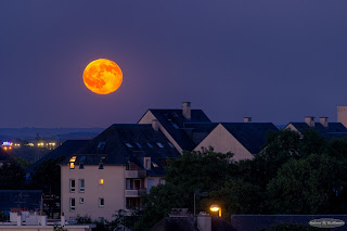 Urban Moonrise