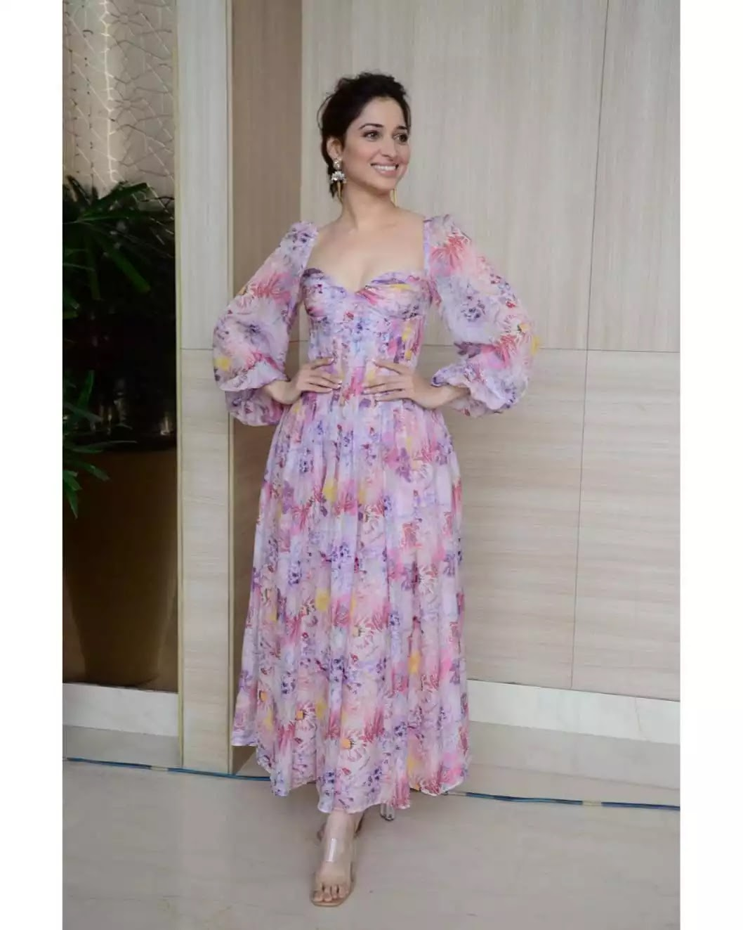 tamannaah-bhatia-hot-looks-in-pink-outfit