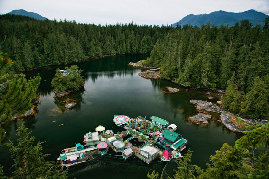 Wayne Adams and Catherine King began building Freedom Cove in 1992 - Couple Spends 20 Years Building A Self-Sustaining, Floating Island To Live Off The Grid