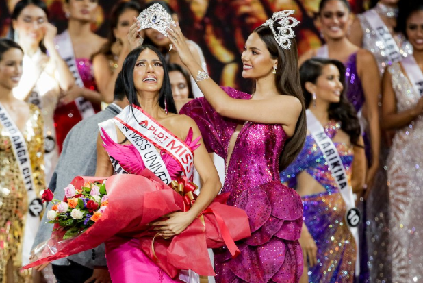 Gazini Ganados is crowned by her predecessor Catriona Gray