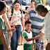 Prefeito Enelto Ramos recebe pais de familiais e criança na escola; e acompanha atendimento no posto de saúde ESF 1