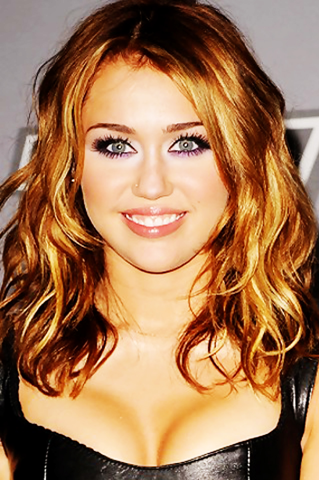 Miley Cyrus Hot Pictures Miley Cyrus wallpapers-5150