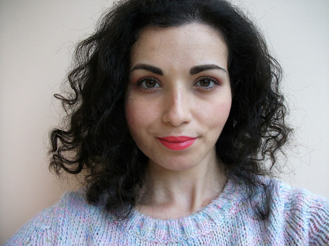Touch in Sol One Second Vivid Lip Crayon in #4 Tulip Pink and #3 Barbie Pink, review and swatches by Valentina Chirico