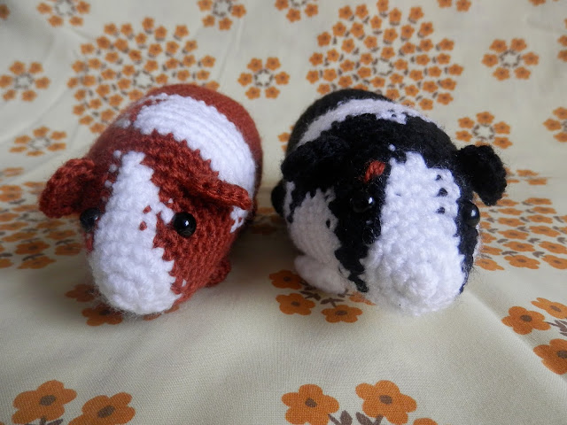 I made a thing, custom crochet guinea pigs. From UK crochet blogger secondhandsusie.blogspot.com #crochet #amigurumi #crochetguinapigs #amigurumiguineapigs