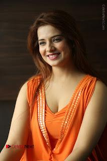 Actress Saloni Aswani Pos in Short Dress at Meelo Evaru Koteeswarudu Movie Interview  0075.JPG