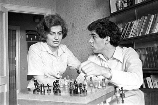 Garry Kasparov et sa mère Klara Kasparova