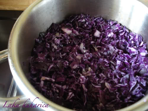 Cream of red cabbage soup by Laka kuharica: