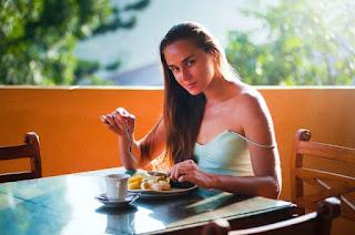 10 Foods that seem Healthy but aren't   Not so healthy foods.