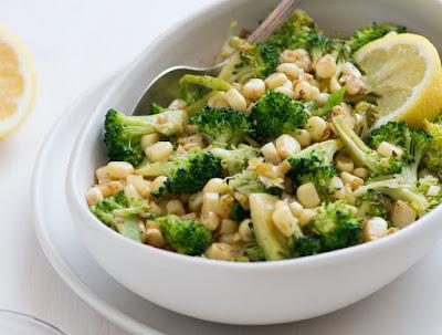 Salada Salteada de Brócolis e Milho (vegana)