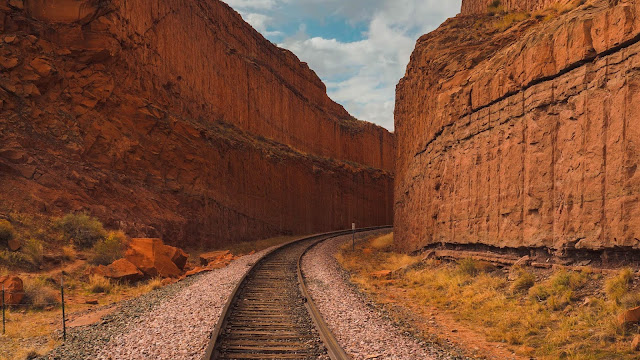 Canyon, rocks, railway, rails, landscape wallpaper