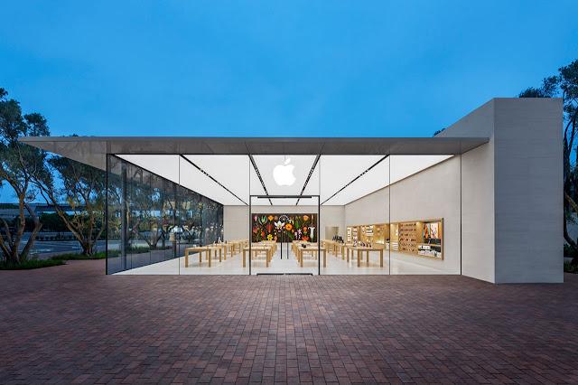 tienda apple irvine california con paredes de vidrio y techo plano