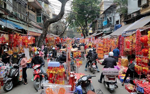 Hanoi Now Overwhelmed With TET Atmosphere 1
