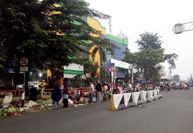 Begini Suasana Makan Siang Di Kantin Pasar Prumnas Klender