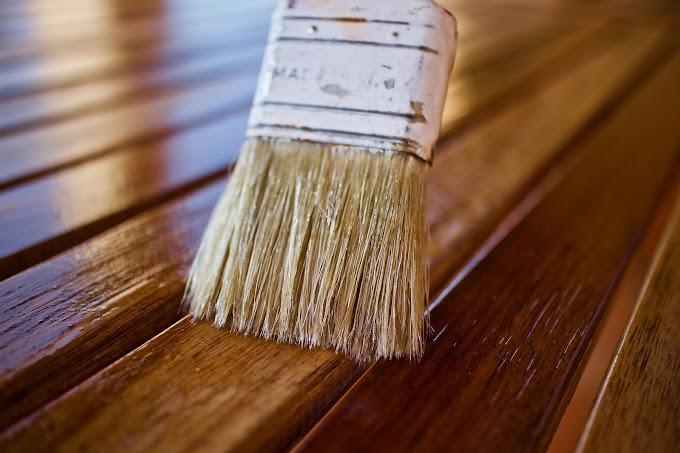Farba do drewna, bejca czy olej – co wybrać do odnowienia tarasu?