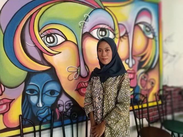 Mahasiswi Peternakan Putri Pasangan Sopir dan TKI Raih Impian Pertamanya