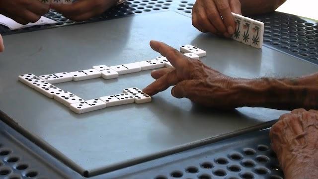 A tiros matan hombre en discusión juego de dominó