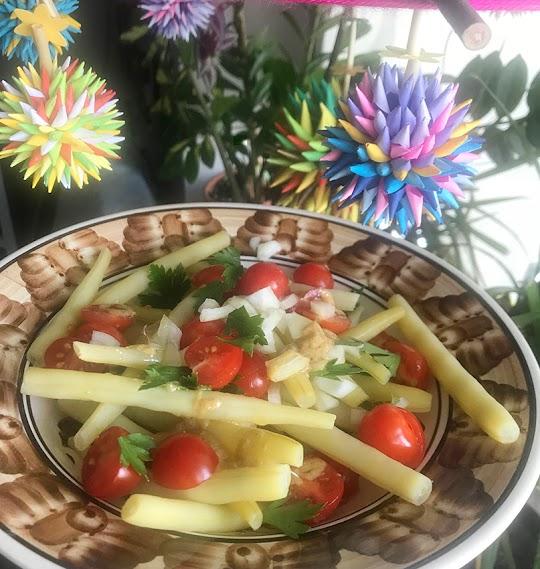 Sałatka z fasolki szparagowej i pomidorów