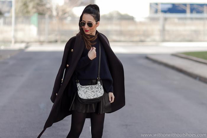 Las faldas también son para el frío  look cómodo con abrigo Balmain ... 06a1eda88e34