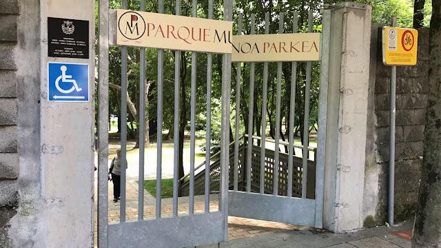 puerta de la Finca Munoa